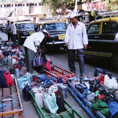 Mumbai's dabbawalas deliver over 200,000 thousand meals a day